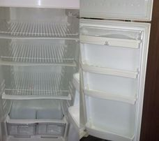 Холодильник Indesit (необходима заправка ФРЕОНА)