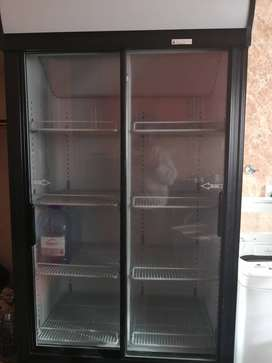 Stand up display fridge for drinks10