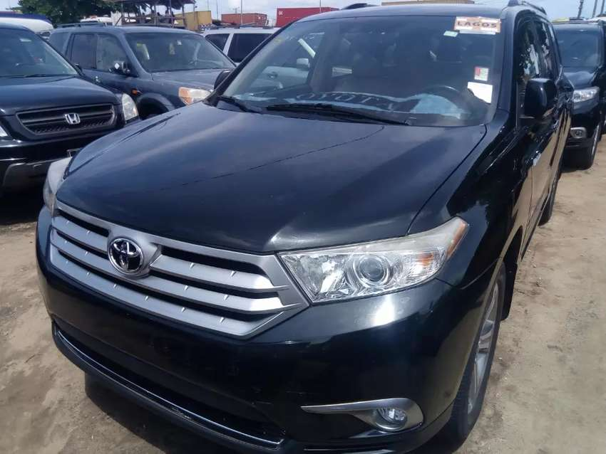 Tincan cleared tokunbo Toyota Highlander Limited Edition keyless fulo 0