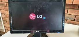 LG FLATRON 19 inch COMPUTER MONITOR FOR SALE R600