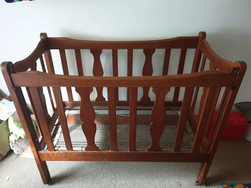 Solid wood cot 0