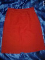 Czerwona klasyczna spódniczka