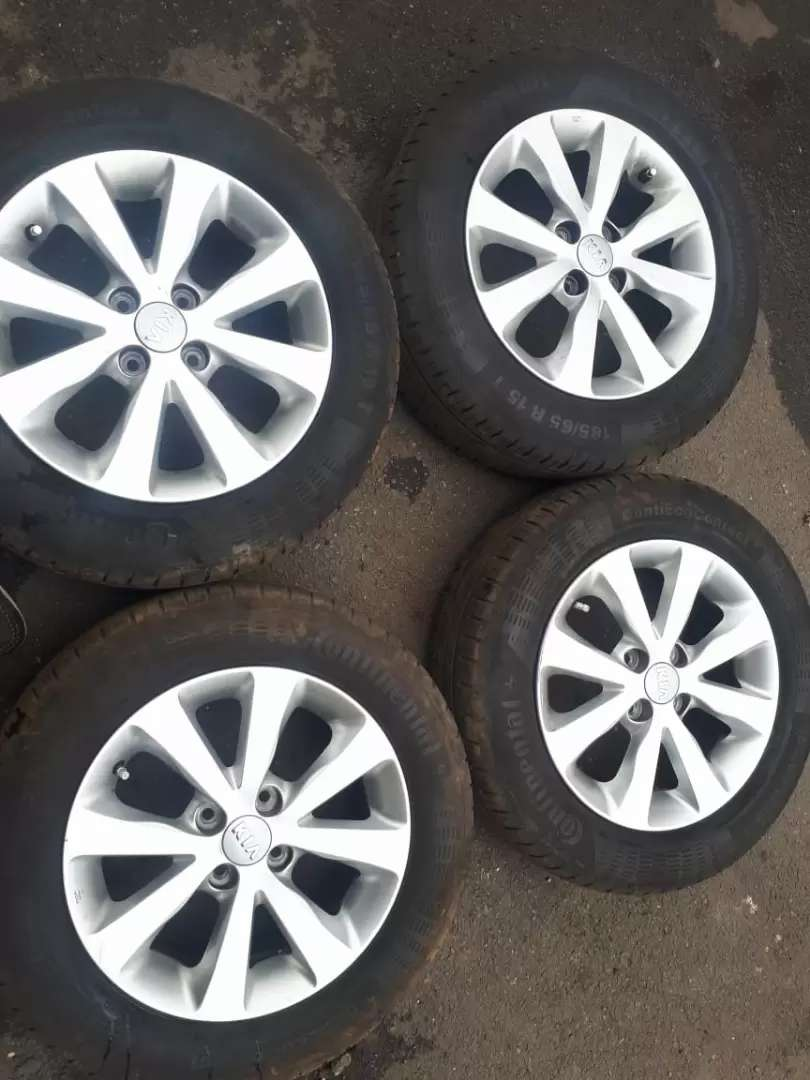 Set of 15 inch Kia mag rims for sell with tyres