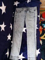 Классные джинсы, модный цвет,!!