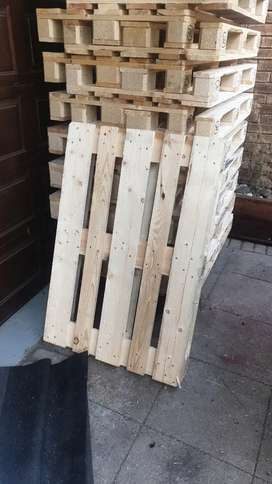 Very neat Euro pallets in stock