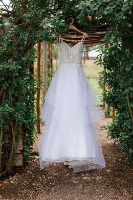 Beautiful white wedding dress for sale (Size 8/32) - R5000