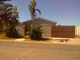 Luxurious 4 bedroom ,garage,pool,braai and parking for 6cars for sale