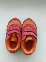 Продам кроссовки на девочку 22 размера