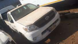 Toyota hilux 2.5 2kd stripping for spares