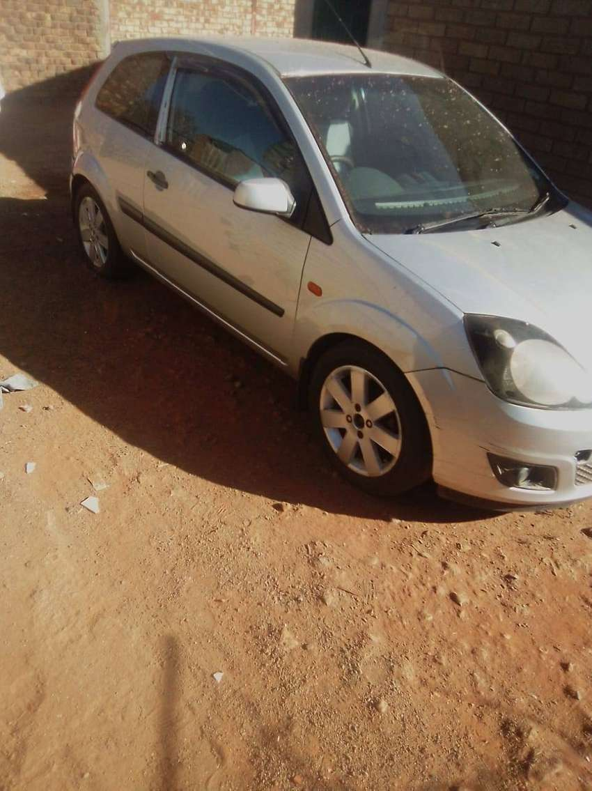 Ford fiesta 2007, it has spare wheel n sound is good 0