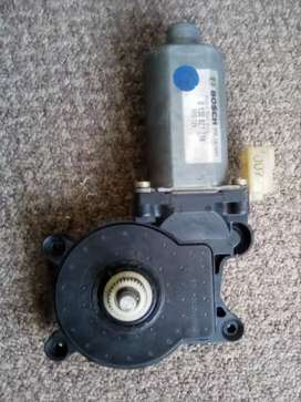 BMW 318i E46 Front passenger window motor