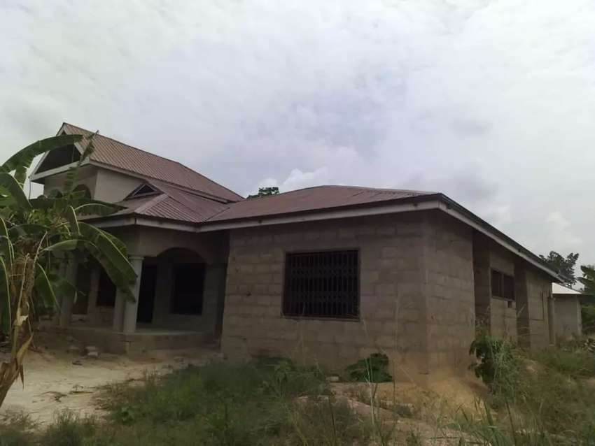 5 bedrooms/5 toilet,bath house at Abuotem lake road. 0