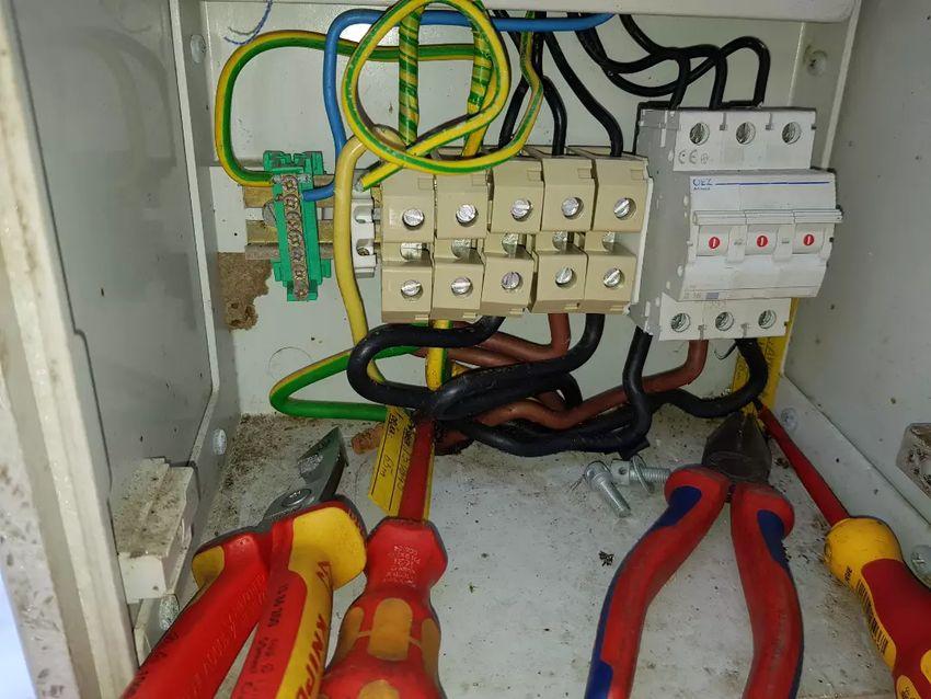 Elektrikář 0