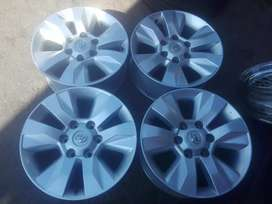 Toyota Hilux GD6 original alloy mags size 17 aset, Tyres new or used