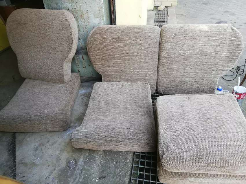 Old school lounge suite cushions only R800 0