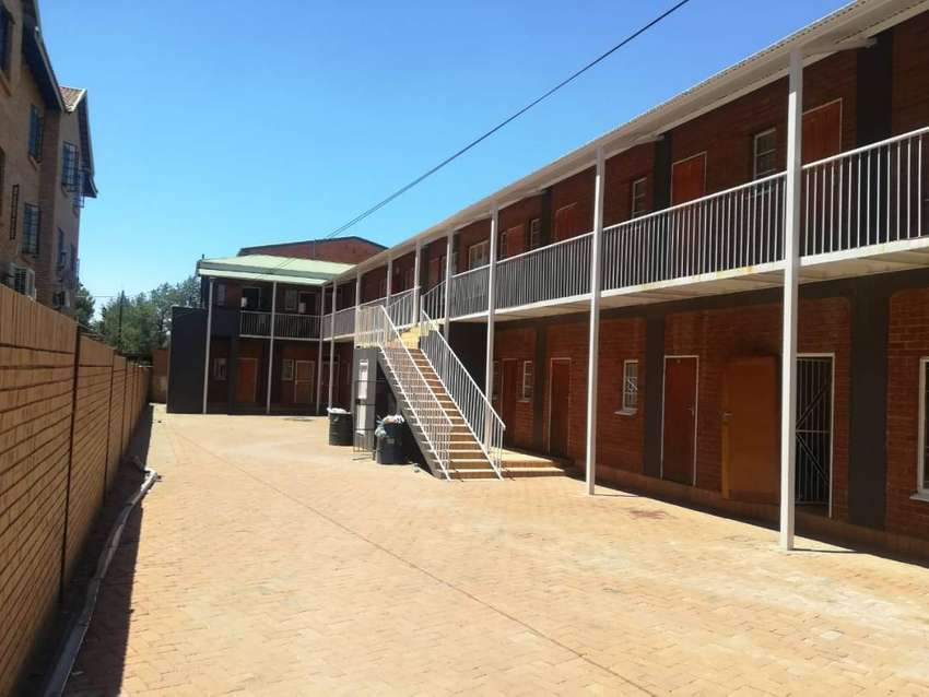 Bachelor units for sale in Willows 0