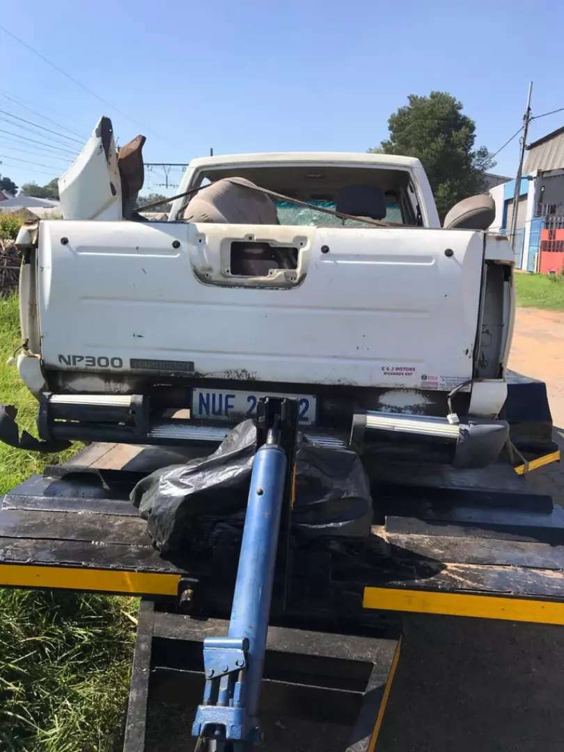 Nissan np300 hardbody stripping for parts 0