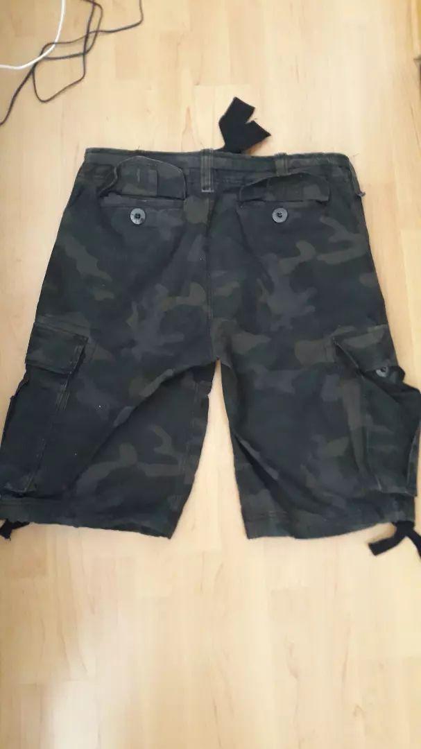 Kratke hlače vojničke veličina L nove samo probane meni prevelike 0