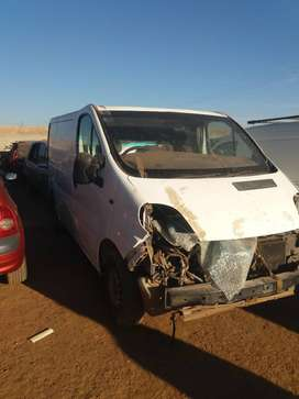Renault Traffic 1.9dci Nissan premaster stripping for spares