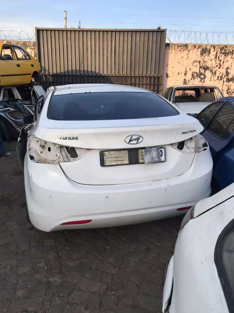 Hyundai Elantra stripping for spare parts 0
