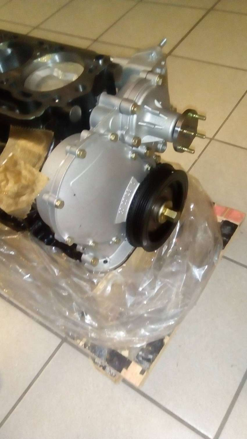 BRAND NEW TOYOTA HI-LUX / HI-ACE 2200 HALF ENGINES - 4Y 0