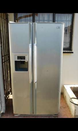 LG fridge freezer R2800