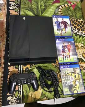 Playstation 4 500gig in excellent condition for sale
