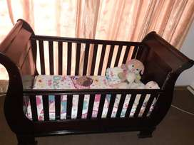 Modern baby cot in great condition