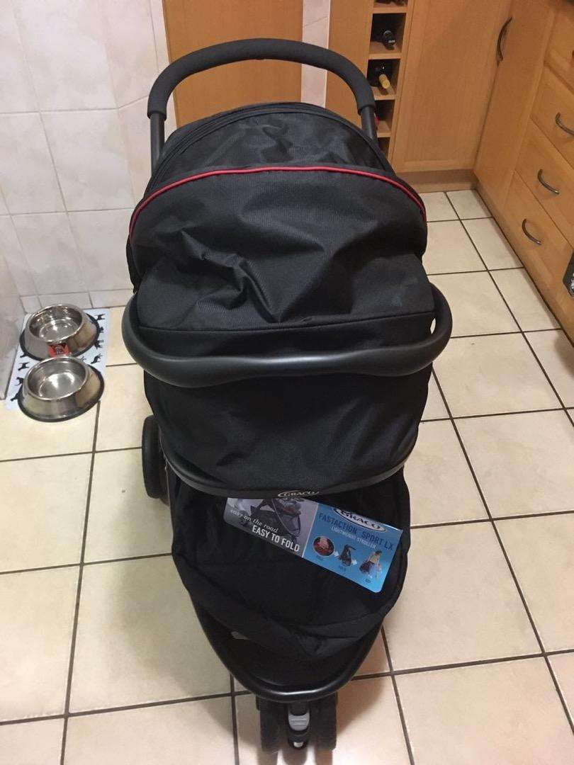 Secondhand Graco fastaction sport LX travel system Red