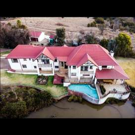 5 bed town and country stryle home on a 10ha plt in Hennops River