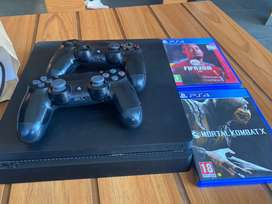 Ps4 with 2 controller and 2games