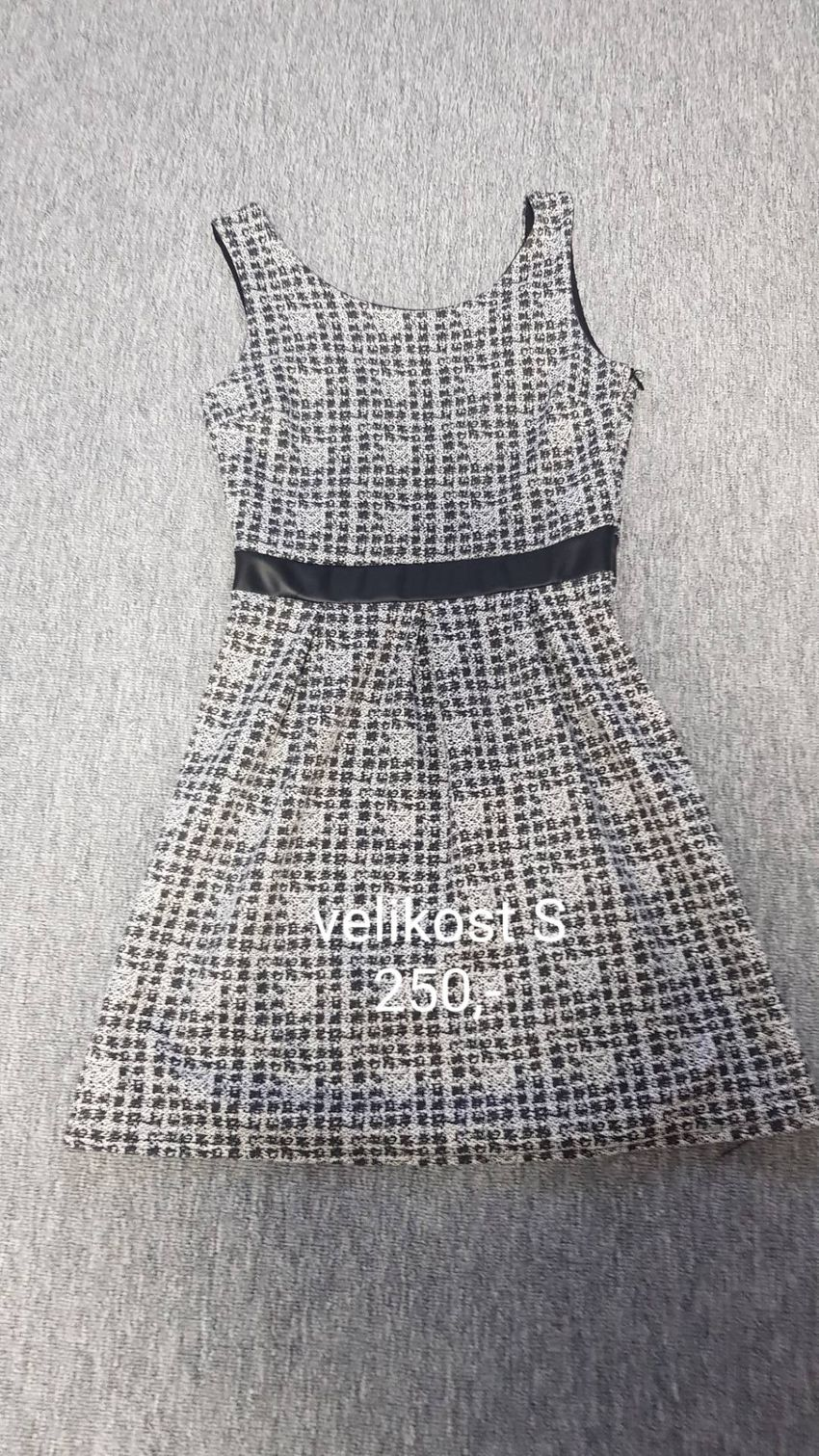 Šaty na prodej 0