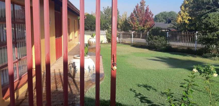 Large, fully furnished inside room for rent in Secunda 0