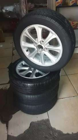 A set of 14inch Hyundai i10 or KIA mags  with tyres for sale