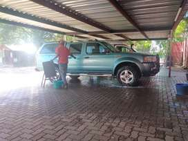 4x4 Nissan 3.3 V6 bakkie, leather seats,bull and tow bar,sunroof.Minty