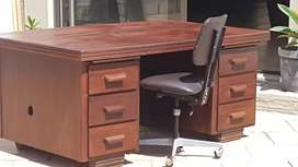 Office desk (wood)