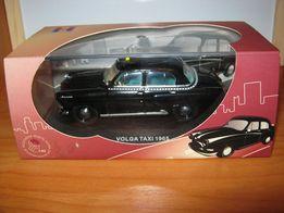 Модель автомобиля ГАЗ-21 Волга Такси ГДР 1965 1/43 (IXO)