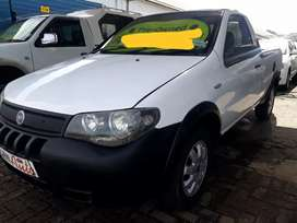 1.6i   Fiat Strada   Bakkie  with  mags