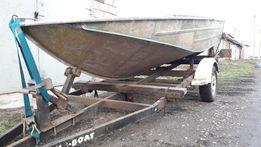 Продам моторную лодку Днепр (Катер)