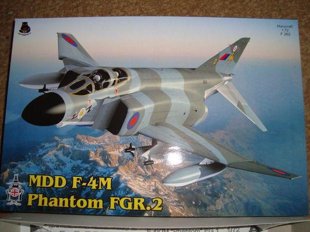 Сборная модель самолета Фантом.