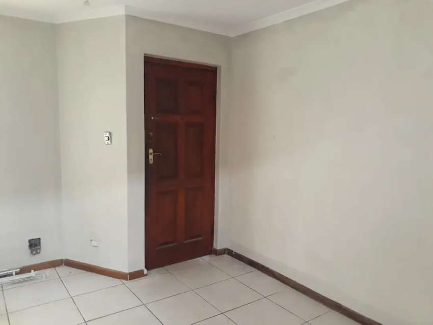 2 bedroom flat to let for R 6 200/ month in Gordon's Bay 0