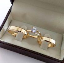 Elegancka Para Złotych Obrączek Ślubnych