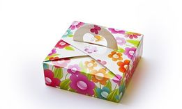 коробка для подарков с ручкой сердечком 110х110х40
