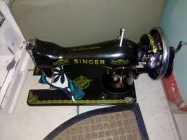 Singer hand sewing machine for sale R650 100% working condition