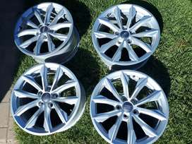 Audi Q5 mag wheels still in new mint condition no scratches no buckles