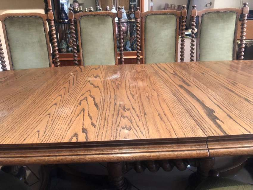 8 Seater dining room set, table + chairs and double sidebord.