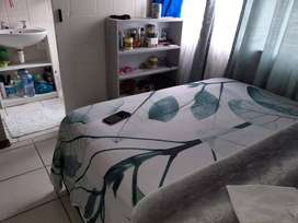 Spacious bachelor flat to rent in parklands.