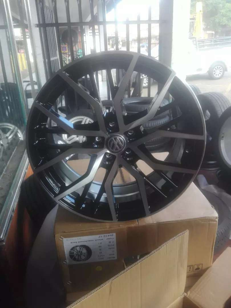 Polo vivo brand new alloy mags size 17 and Tyres