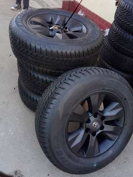 """17""""Toyota hilux/fortuner mags with brand new tyres 265/65/17  R10500"""