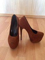 Продам замшевые туфли Doreen Doris размер 35